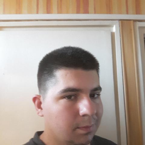 Tomi, 28 éves társkereső férfi - Salgótarján