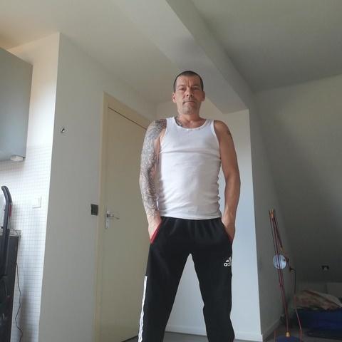 Tomi, 43 éves társkereső férfi -