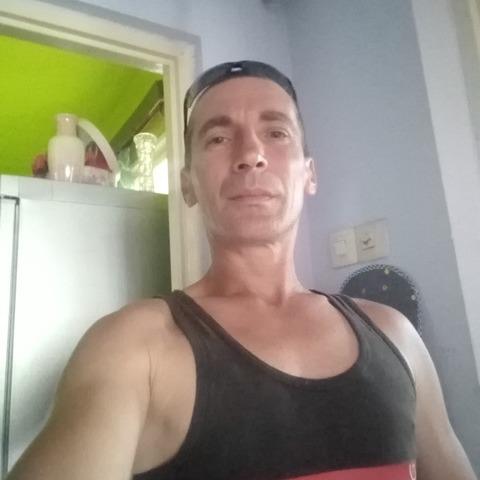 Robert, 47 éves társkereső férfi - Hatvan