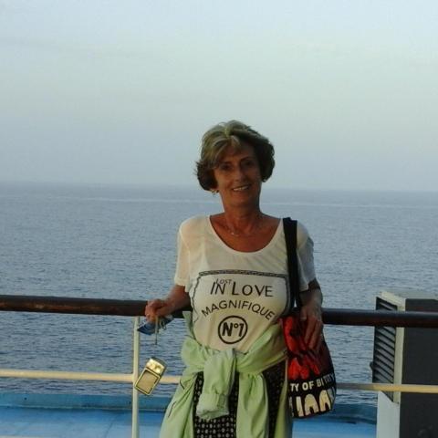 Ági, 63 éves társkereső nő - Debrecen