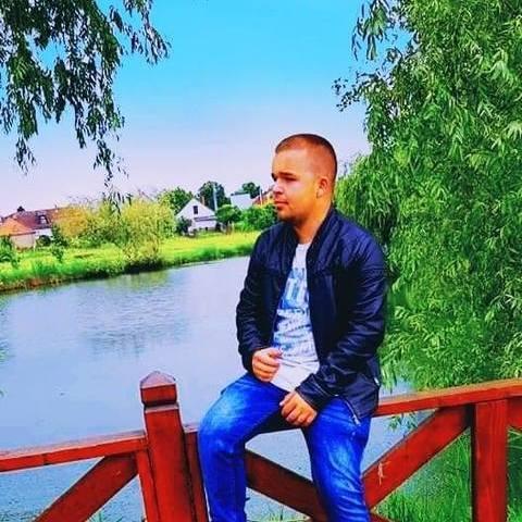 Gazsi, 22 éves társkereső férfi - Kék