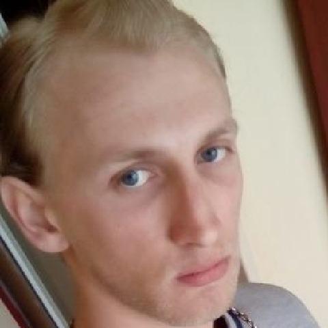 Krisztian, 26 éves társkereső férfi -