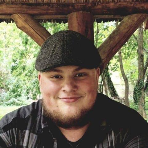 Bence, 21 éves társkereső férfi - Mór