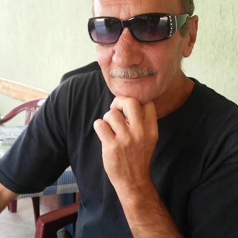 János, 28 éves társkereső férfi - Üröm