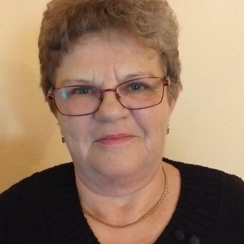 Ilona, 59 éves társkereső nő - Csetény