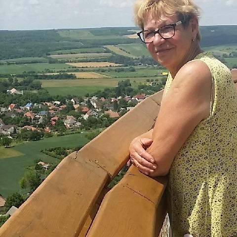 Ildikó, 71 éves társkereső nő - Veszprém