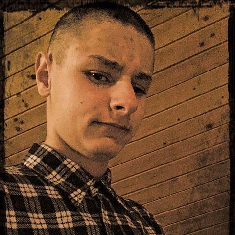 Zoli, 19 éves társkereső férfi - Miskolc