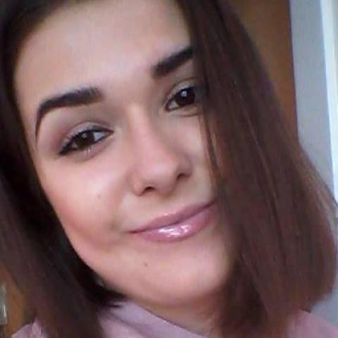 Csilla, 23 éves társkereső nő - Miskolc