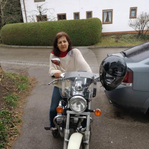 Gyöngyi, 59 éves társkereső nő - Pécs