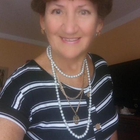 Zsuzsa, 68 éves társkereső nő - Tatabánya
