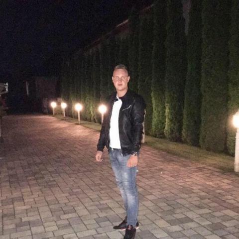 Dominik, 24 éves társkereső férfi - Ajak