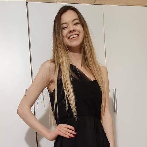 Ágota, 19 éves társkereső nő - Tatabánya