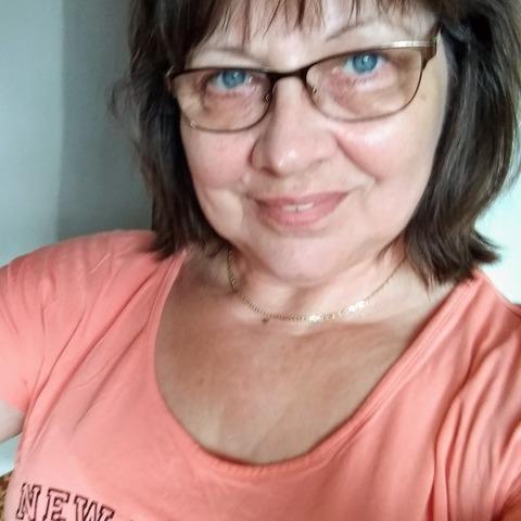 Adrienn, 63 éves társkereső nő - Ózd