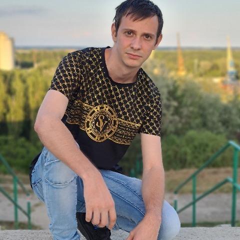 Gyuszi, 24 éves társkereső férfi - Dunaújváros