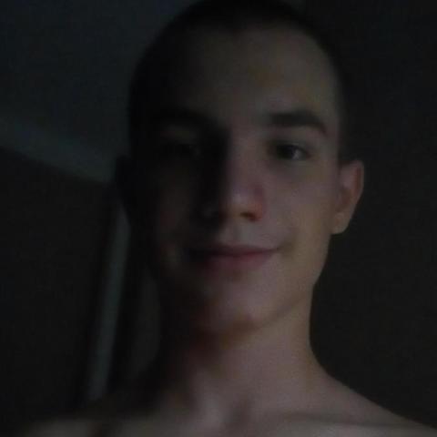 Dominik, 18 éves társkereső férfi - Szemely