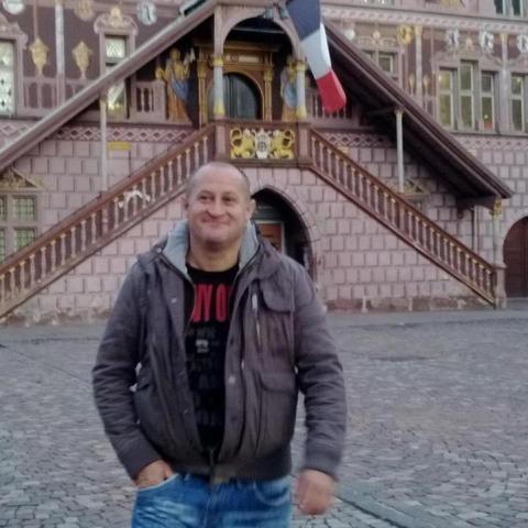 társkereső hall)