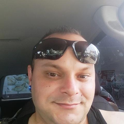 Istvân, 29 éves társkereső férfi - Boba