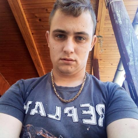 Laszlo, 25 éves társkereső férfi - Szin