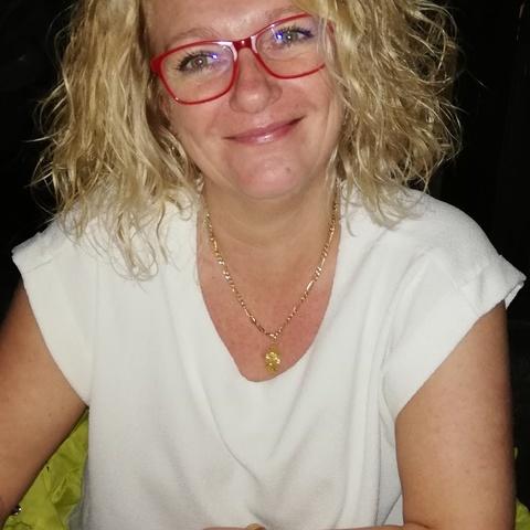 Marietta , 50 éves társkereső nő - Budapest