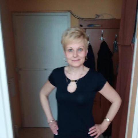 Csilla, 54 éves társkereső nő - Pécs
