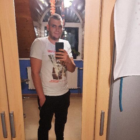 Zsombor, 23 éves társkereső férfi - Harsány