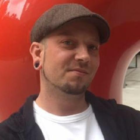 Tibor, 40 éves társkereső férfi -
