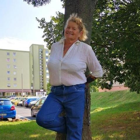 Zsuzsa, 60 éves társkereső nő - Veszprém