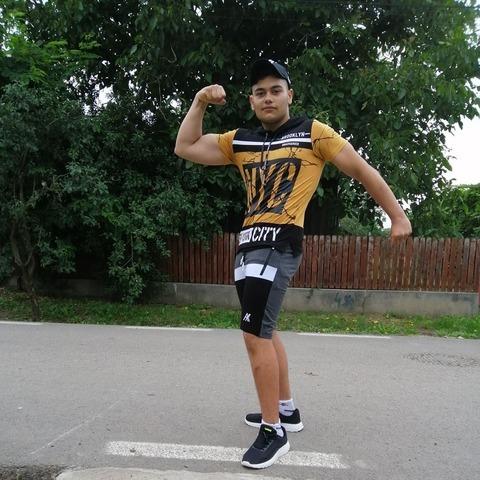 Gyuri, 18 éves társkereső férfi - band