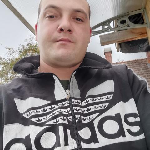 Jozsef, 30 éves társkereső férfi - Füle