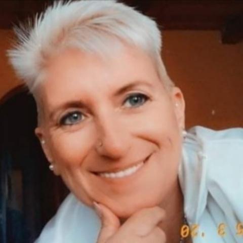 Szilvia, 48 éves társkereső nő - Füle
