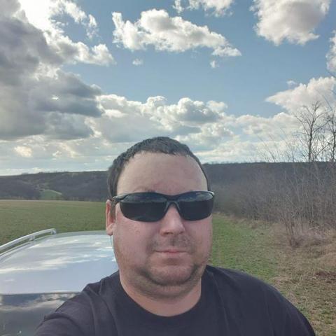 András, 34 éves társkereső férfi - Paks