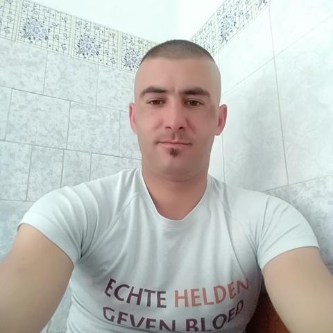 Emanuel, 28 éves társkereső férfi - Nagy varad
