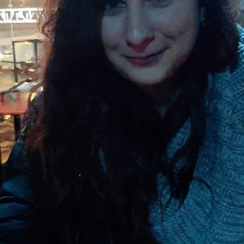 Eszter , 27 éves társkereső nő - Vác