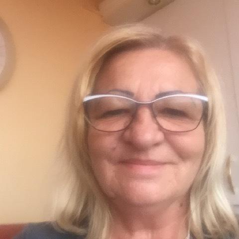 Dora, 65 éves társkereső nő - Miskolc