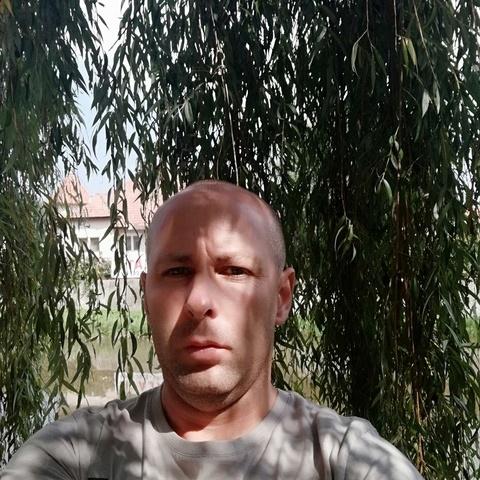 István , 39 éves társkereső férfi -