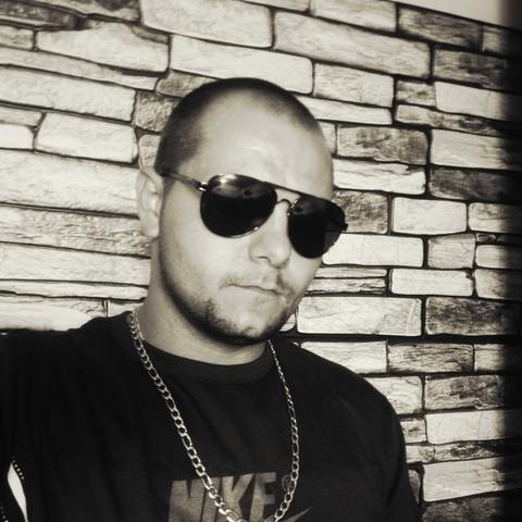 János, 32 éves társkereső férfi - Romhány