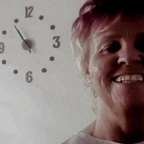 Szilvia, 58 éves társkereső nő - Ózd