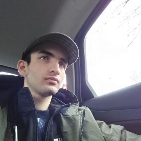 Attila, 24 éves társkereső férfi - Egyesült Királyság
