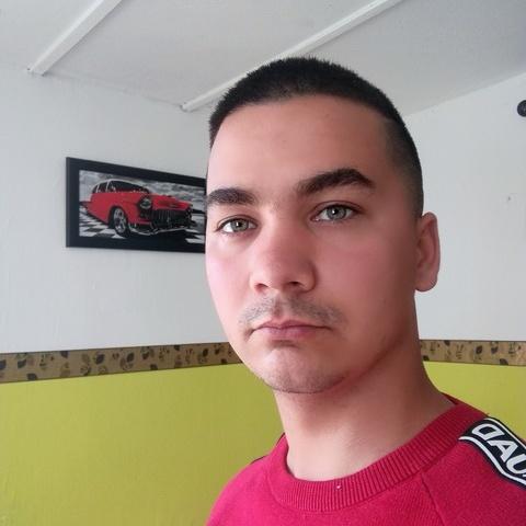 Alex, 28 éves társkereső férfi - Szentes