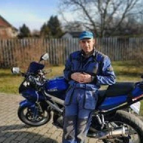 András, 44 éves társkereső férfi - Harta