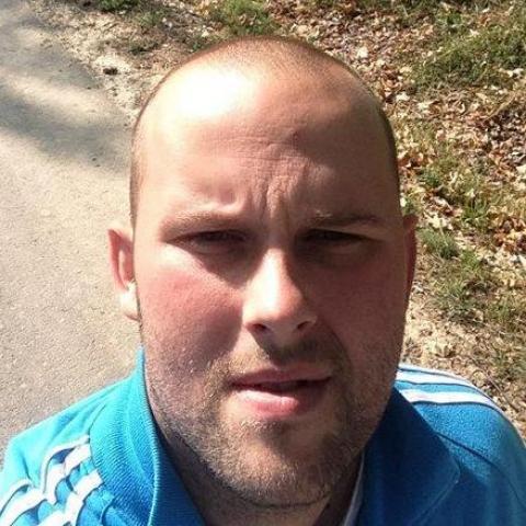 Péter, 32 éves társkereső férfi - Romhány