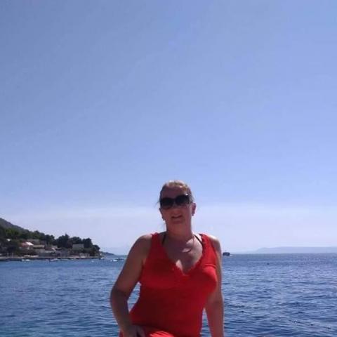 Mónika, 40 éves társkereső nő - Szente