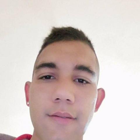 Alex, 25 éves társkereső férfi - Kiscsécs