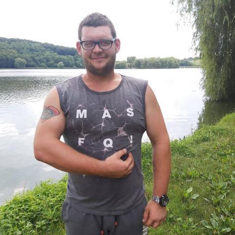Zoltán, 23 éves társkereső férfi - Szendehely