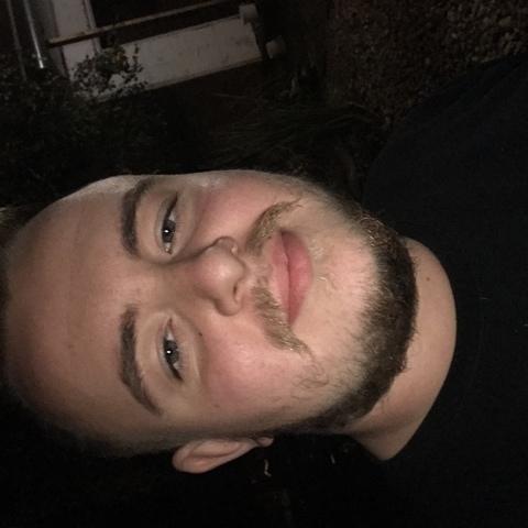 Dominik , 21 éves társkereső férfi - Debrecen