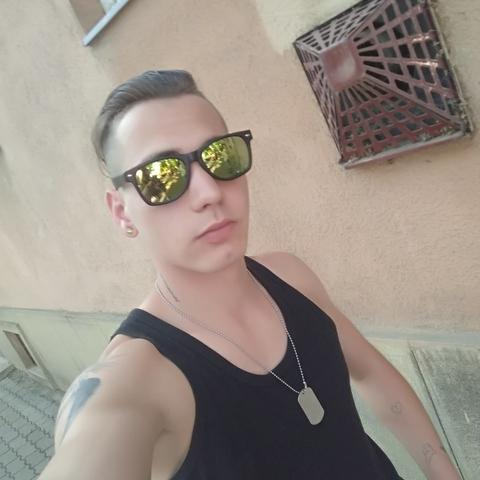 László, 21 éves társkereső férfi - Csongrád