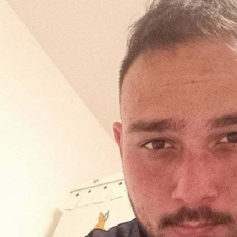 József, 21 éves társkereső férfi - Mikepércs
