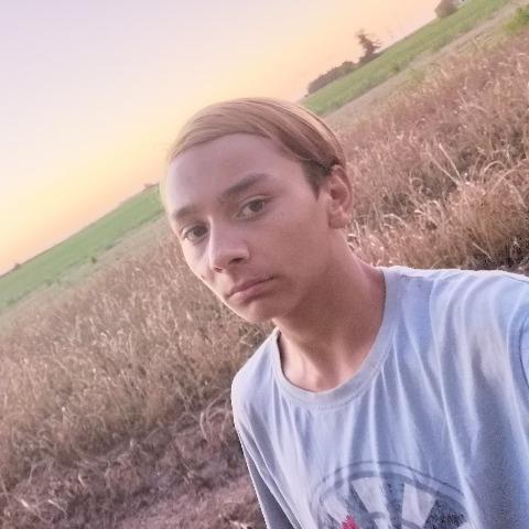 Peter, 19 éves társkereső férfi - Szerbia topotya