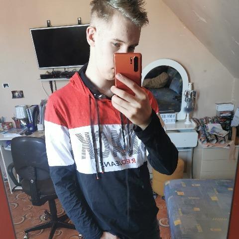 Máté, 16 éves társkereső férfi - Nyársapát