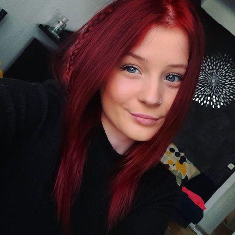 Csenge, 19 éves társkereső nő -
